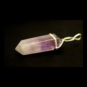 Натуральный аметист - кулон в форме кристалла, тип1